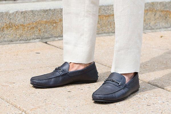 Pantalonificio Tiap produzione pantaloni conto terzi e per sartorie. Dal 1982 Tiap è un esperto fasonista. Confezione pantaloni conto terzi e per sartorie.